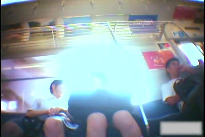 【アダルト動画】(列車隠撮ムービー)通引き締まった太ももとミニスカセイフクの今時女子校生を通学中にパンチラ逆さ撮りwwwwww(無料)